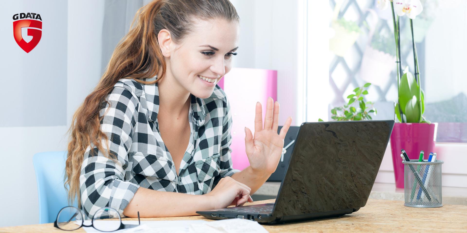 Kobieta-przy-laptopie_Gdata-na-bloga