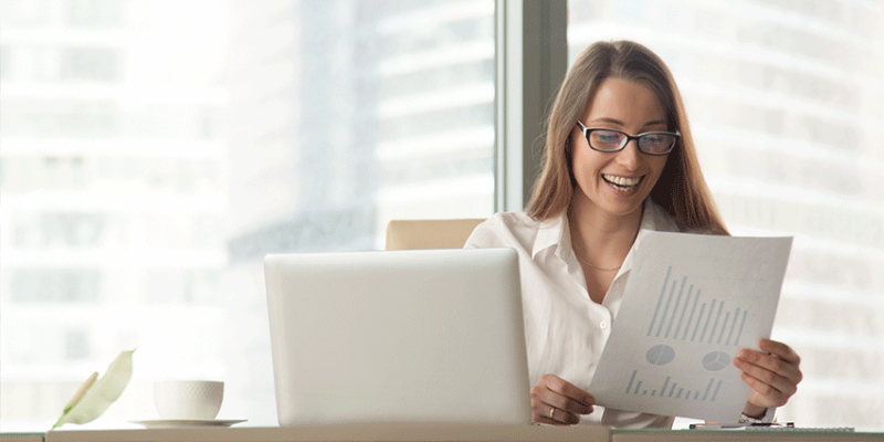 Bizneswoman przy komputerze